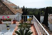 Señorio de Marbella. Charming penthouse in a gated complex on the Golden Mile with beautiful gardens and pools