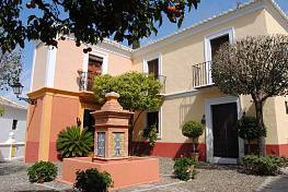 Beautiful 2 bedroom townhouse in the Andalusian style