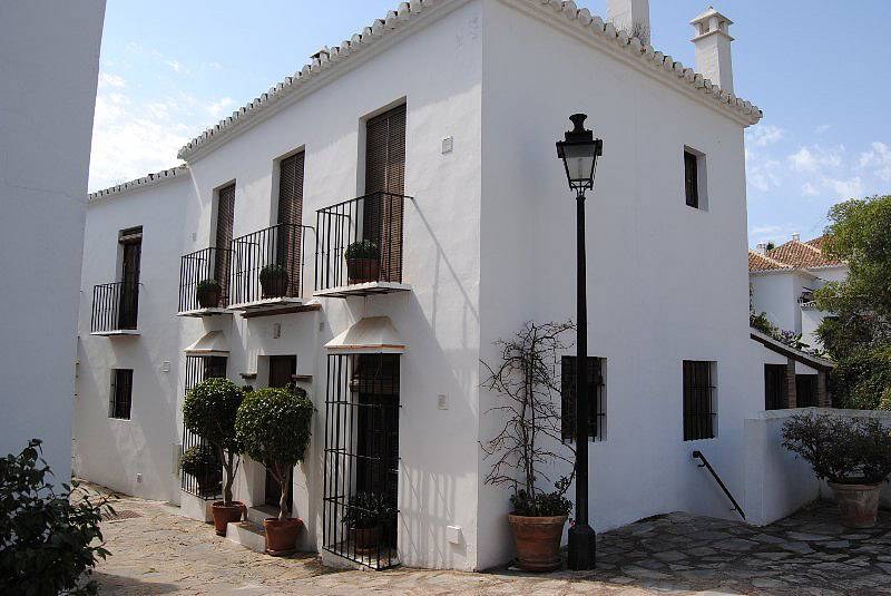 Beautiful four bedroom townhouse in the andalusian style for Townhouse architectural styles
