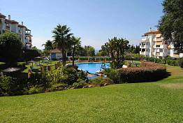 Pinos de Nagueles/  Nice duplex penthouse situated in a popular residential complex on Marbella´s Golden Mile