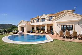 Fantastic villa southwest facing with spectacular views to the coast, mountains and sea