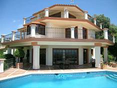 Villa with Fantastic views from Benahavis mountains to the sea behind Guadalmina, San Pedro all the way to Marbella