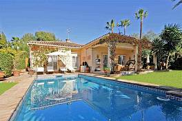 Nueva Atalaya. Marvellous 4 bedroom Andalusian style villa set in a very pretty garden