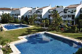 Bel Air, ESTEPONA, A lovely luminous garden, corner apartment with 370 m2 of own private garden