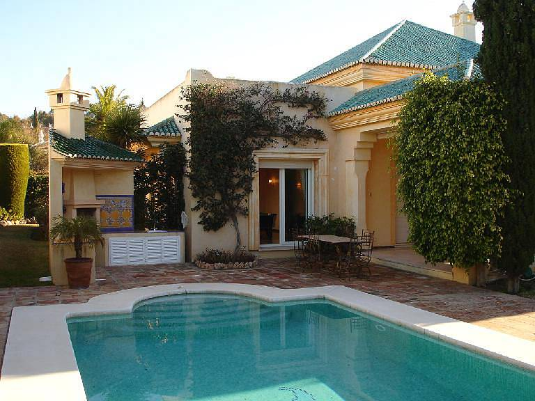 Villa 300 M From Beach With Large Beautiful Mature Garden And A Heated Swimming Pool Spain