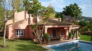 A nice rustic style  family house situated in an established residential area of Marbella, close to all amenities