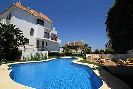 Penthouse with spectacular sea views in gated complex with nice gardens, swimming pool and 24 h concierge/security