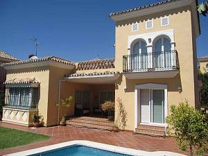 Family beachside villa in Bahia de Marbella with easy reach of everything, only in 200 mts to the beach