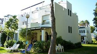 Corner townhouse in golf area. Complex with security, carpark, nice gardens and 9 swimming pools