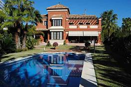 Villa 100 meters from the best  beaches in Marbella with five double bedrooms and four bathrooms