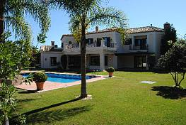 A large functional family Villa situated in 10 minutes walking distance to Puerto Banus