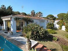 Villa is very central positioned in the golf valley within walking distance to shops, restaurants, golf, beach