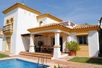 Family beachside villa in Bahia de Marbella with easy reach of everything