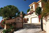 Spacious andalucian style villa with 2 guest bedroom and bathroom