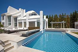 Nueva Andalucia, Fully renovated, modern and contemporary villa with 6 bedrooms/6 bathrooms