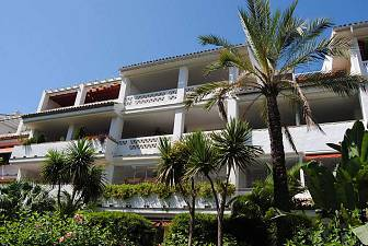Top-Floor Apartment in Front Line Beach Complex, Golden Mile - Marbella