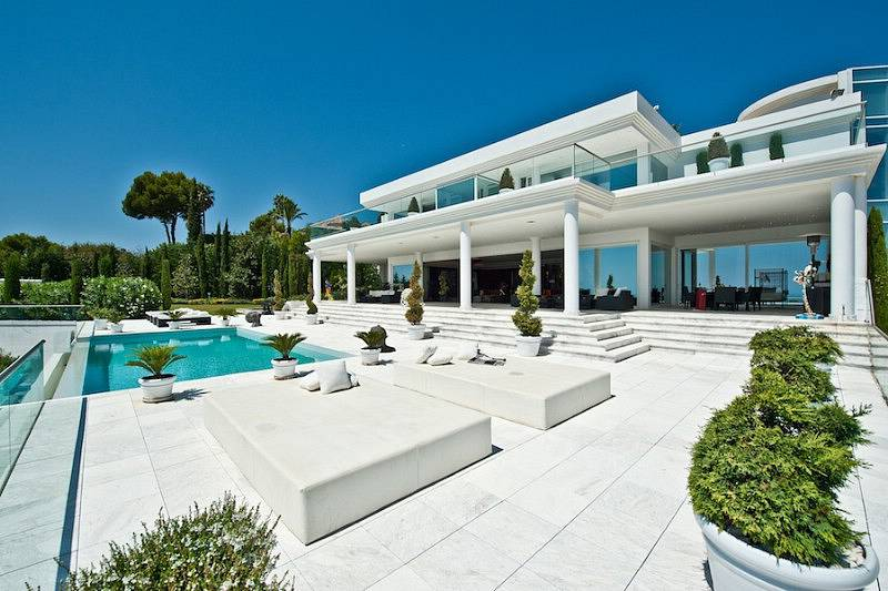 For Sale : Unique contemporary luxury villa on a prime location in Marbella  with spectacular views to the coast and the Mediterranean