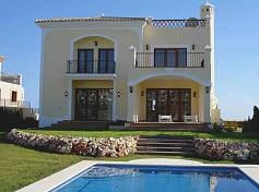 Individual front line golf villas with private pools in closed urbanization with 24 hour security