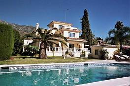 Lovely family home in the residential area of marbella with sea and mountain views