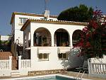 Detached Villa in quiet position and with sea views