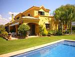 Lovely family house in the center of San Pedro Alcántara in a very well kept villa urbanisation