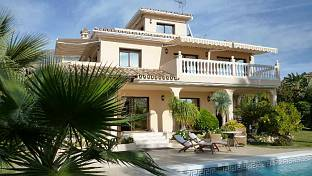 A beautiful south facing family home situated in a residential area of Marbella in the  Urbanization Nagüeles