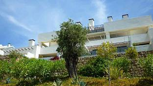 Marbella East - West facing ground floor apartment with fantastic sea views situated in a tranquil area on the hillside