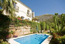 Nice house in wonderful place surrounded by nature and with fantastic sea, lake and mountain views