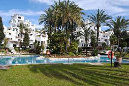 A nice 2 bedroom apartment situated in Nueva Andalucia within walking distance to amenities and beach