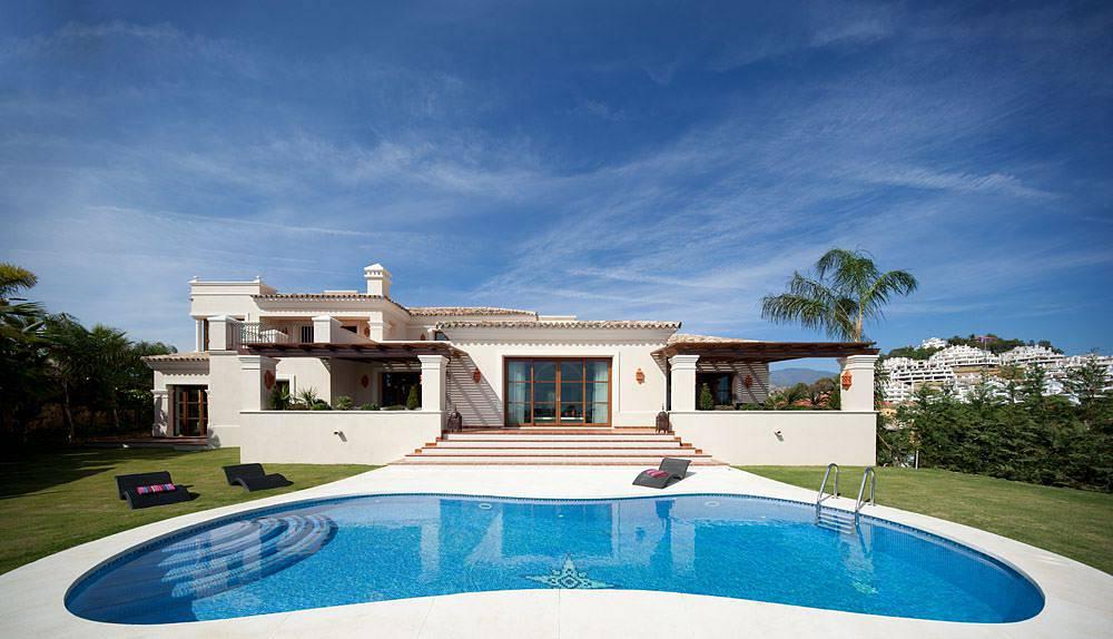 Magnificent dream villa brand new has 946 m2 distributed for Decoration villa de luxe