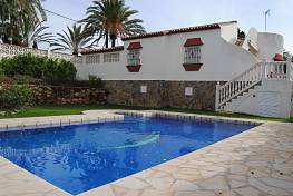 Detached Villa only a few meters away from the beach