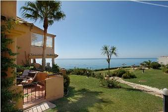Frontline beach townhouse, west of Estepona  with beautiful views to the sea