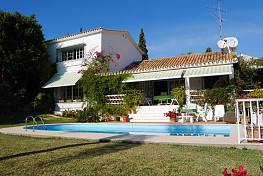 Beautiful andalusian style house, situated close to several golf courses and just a few minutes driving from shops and restaurants