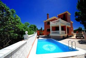 Opportunity! House with private garden and swimming pool